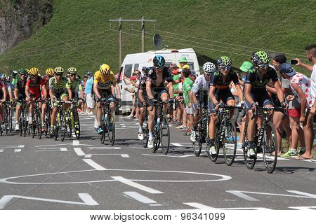 Main Peloton in the climb
