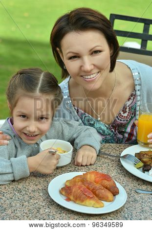 Mother with daughter at breakfast