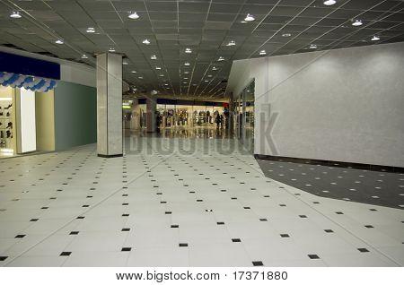 pasillo en el centro comercial