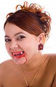 Постер, плакат: смеющаяся женщина смешные вампир с свежая кровь на губах
