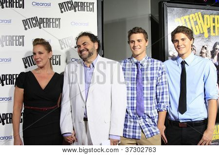 LOS ANGELES - SEP 24:  Elizabeth Perkins, family arrives at the