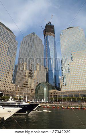 New York City - September 17: One World Trade Center (früher bekannt als The Freedom Tower) wird angezeigt