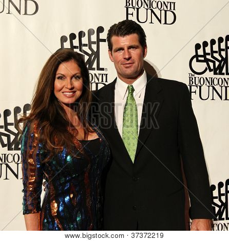 NEW YORK-SEPTEMBER 24: Scott Erickson and Lisa Guerrero attend the 27th Annual Great Sports Legends Dinner for the Buoniconti Fund at the Waldorf-Astoria on September 24, 2012 in New York City.