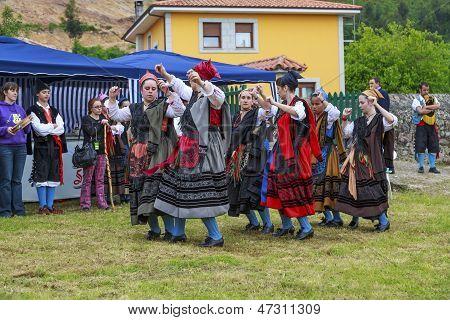 Group Entremontanas Virgen De La Cuesta In The Traditional Dance At Santo