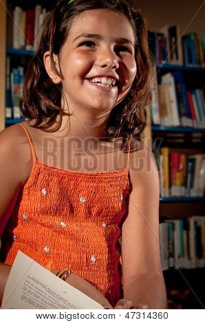 Little girl in a library