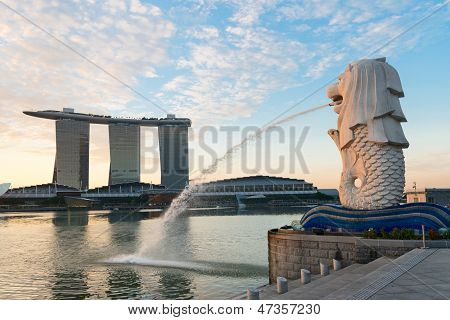 Singapur moderno monumentos al amanecer