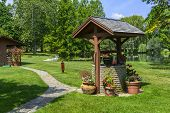 foto of wishing-well  - Beautiful photo of a wishing well in a garden setting - JPG