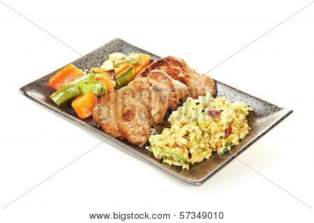 Pork tenderloin with bulgar salad and vegetables