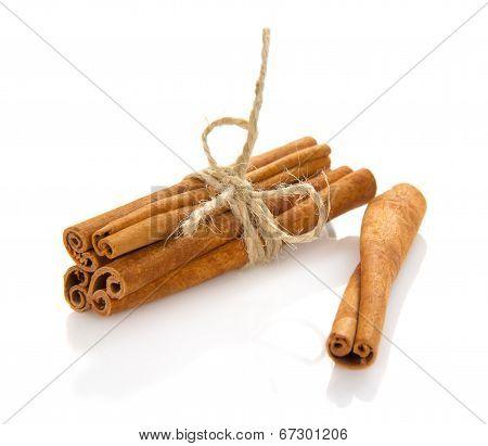 The fragrant sticks of cinnamon
