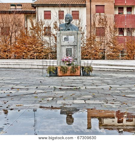 monument to Vladimir Lenin in Cavriago, Italy