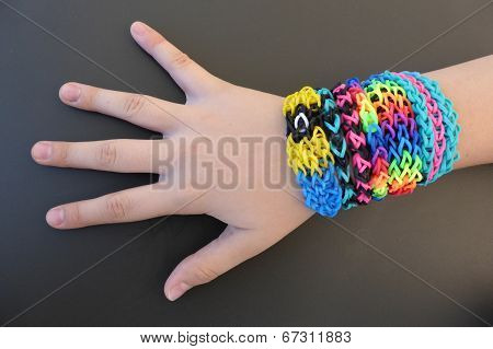 Loom band jewelry global trend