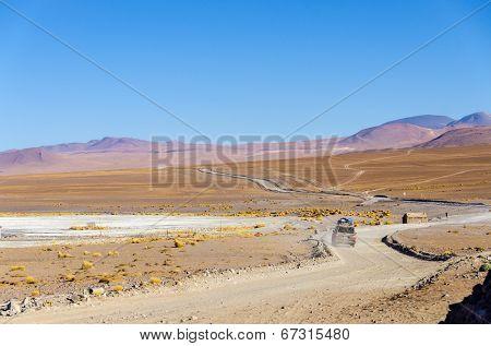 Bolivia, Antiplano, Los Lipez - landscape with SUV