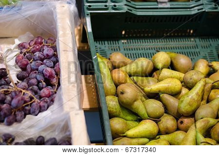Green Pear And Grapes Bunch In Plastic Box Store