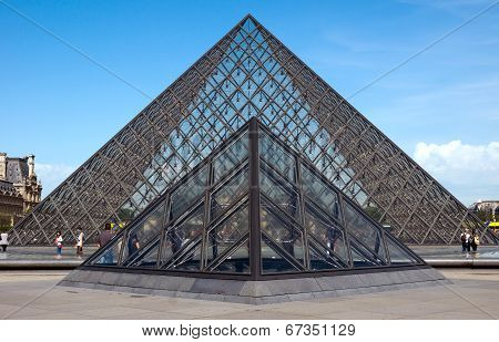 Paris - Louvre Pyramid