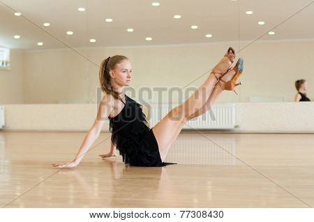 Young girl  doing exercises in a dance class