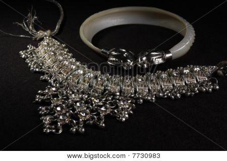 fancy silver neck less