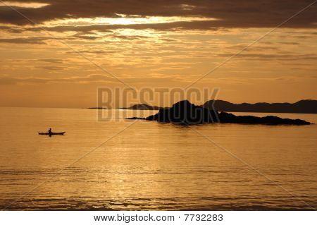 Pôr do sol de canoa em Arisaig