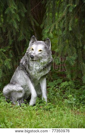 Toy- Grey Wolf Under The Fir Tree