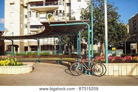 Street semi-circular bench