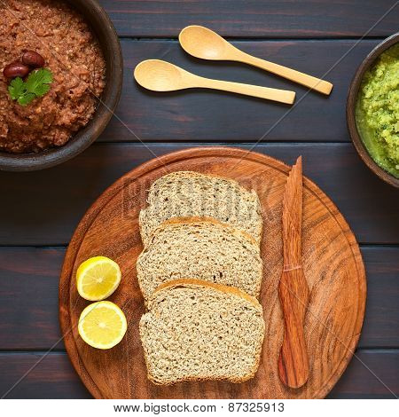 Wholegrain Bread with Vegetable Spreads