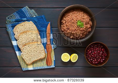 Wholegrain Bread with Kidney Bean Spread