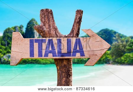 Italy (in Italian) sign with beach background
