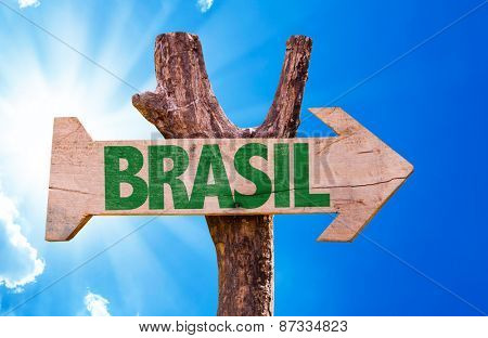 Brazil (in Portuguese) wooden sign with sky background