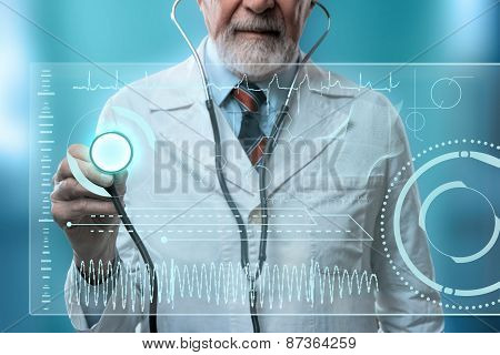 doctor with futuristic healt hologram