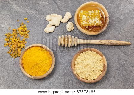 Ginger, Turmeric and honeycomb