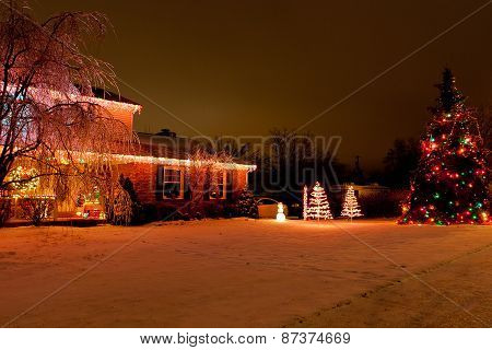 Outdoor Home Christmas Decoration In An American Cit