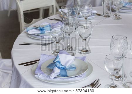 Elegant Restaurant Table Arrangement
