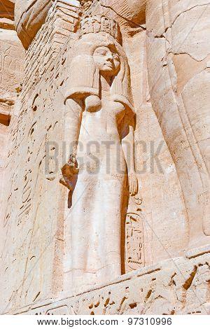 Nefertari Statue In Abu Simbe Tempel