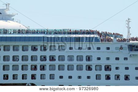 Venice, Ve - Italy. 14Th July, 2015: Huge Cruise Ship In The Canale Della Giudecca With Many Tourist