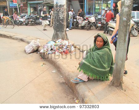 homeless woman waits somewhat nearly mosque in Delhi