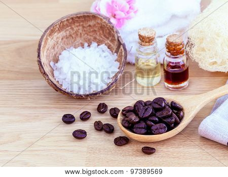 Natural Spa Ingredients . - Aromatic Spa Coffee Beans With Sea Salt .