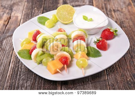 fresh fruit and yogurt sauce