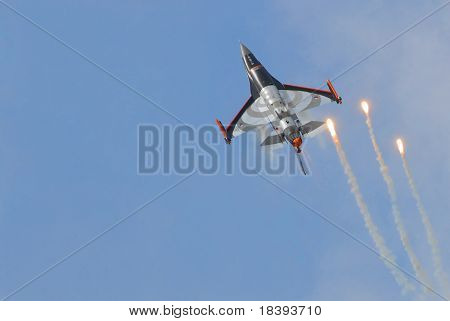 F16 shooting flares for defense