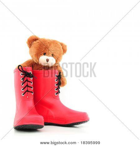 rote Gummistiefel für Kinder mit Teddybear als Weihnachtsgeschenk, isoliert auf weiß quadratischen TERGRU