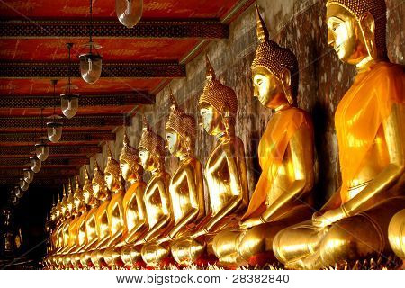 Gold Group Buddha
