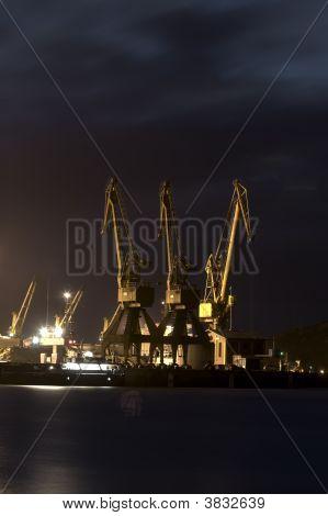 Derricks des Hafens