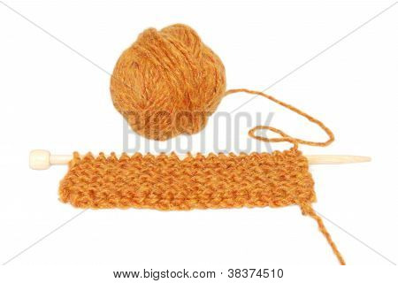 Knitting in garter stitch on one needle with a ball of wool