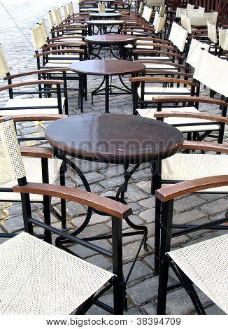 Empty Taverna