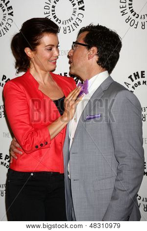 LOS ANGELES - JUL 16: Bellamy Young kommt Dan Bucatinsky bei