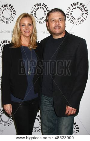 LOS ANGELES - JUL 16: Lisa Kudrow, kommt Gary Levine in