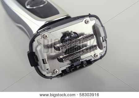 Closeup Image Of The Inner Blades Knifes Of The Washable Electric Shaver