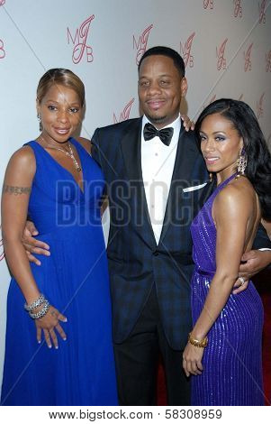 Mary J. Blige with Kendu Isaacs and Jada Pinkett Smith at the