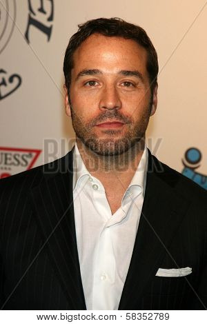 Jeremy Piven at the 17th Carousel of Hope Ball to benefit The Barbara Davis Center for Childhood Diabetes. Beverly Hilton Hotel, Beverly Hills, CA. 10-28-06