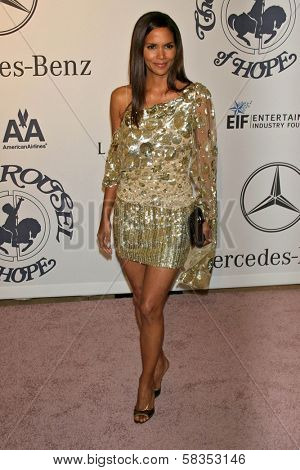 Halle Berry at the 17th Carousel of Hope Ball to benefit The Barbara Davis Center for Childhood Diabetes. Beverly Hilton Hotel, Beverly Hills, CA. 10-28-06