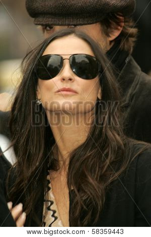 Ashton Kutcher and Demi Moore at the Ceremony honoring Bruce Willis with the 2,321st star on the Hollywood Walk of Fame. Hollywood Boulevard, Hollywood, CA. 10-16-06