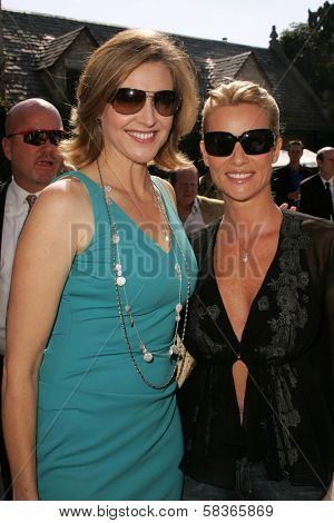 Brenda Strong and Nicolette Sheridan at 2006 Safari Brunch Fundraiser For The Wildlife Waystation. Playboy Mansion, Los Angeles, CA. 10-14-06